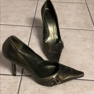Metallic olive BCBG stiletto shoes